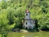 Biserica inundata in abandon Lac Cincis